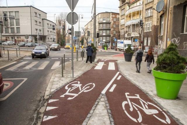 Nowy przejazd rowerowy na skrzyżowaniu Kościuszki, Poniatowskiego i Curie-Skłodowskiej.