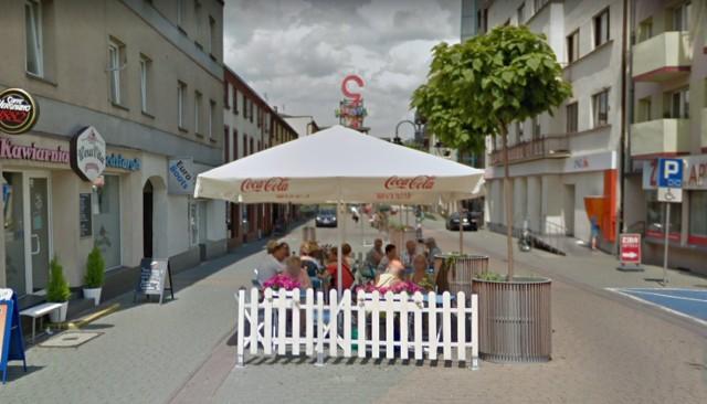 Dąbrowianie w oku kamer Google Street View Zobacz kolejne zdjęcia/plansze. Przesuwaj zdjęcia w prawo - naciśnij strzałkę lub przycisk NASTĘPNE
