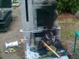 Cmentarz Łostowice: Wyrwane krzyże i podpalony nagrobek. Policja zatrzymała 52-latka