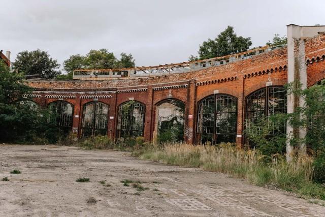 Ruiny dawnej wagonowni w Żarach nadają się tylko do rozbiórki