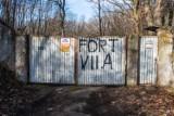 Budowa osiedla na terenie Fortu VIIa w Poznaniu zatrzymana. Deweloper jednak się nie poddaje