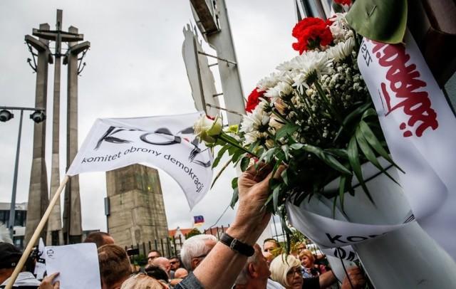 Rocznica podpisania Porozumień Sierpniowych. Główne uroczystości odbędą się  w Gdańsku przy Pomniku Poległych Stoczniowców, przed bramą Stocznik Gdańskiej i w ECS