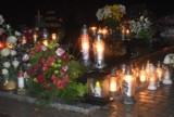 Wszystkich Świętych 2020. Cmentarz w Grodzisku wieczorową porą