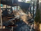 Spalony bar i smażalnia ryb w Pieczyskach już rozebrane. Właściciele chcą odbudować biznes [zdjęcia]