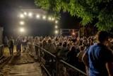 """Teatr Muzyczny: Koncert z piosenkami Republiki i Obywatela G.C. """"Przeczekajmy tutaj noc"""" w Starym Porcie nad Wartą"""