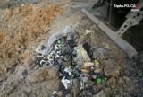 Bytom: Chcieli wysypać z ciężarówek szkodliwe odpady. Policjanci w akcji ZDJĘCIA