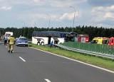 Poważny wypadek na autostradzie A1. Autokar z dziećmi uderzył w tył naczepy [zdjęcia]