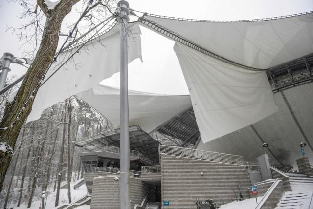 17.02.2021 sopot opera lesna w sopocie - uszkodzony dach sopockiego amfiteatru . dach   fot. przemek swiderski / polska press / dziennik baltycki