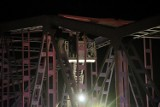 Desperat wszedł na most w Głogowie. Strażacy nie mieli jak dojechać na pożar. ZDJĘCIA