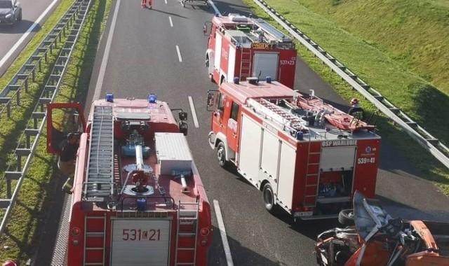 Do groźnego wypadku doszło w środę (10 czerwca) po godzinie 6.00 na autostradzie A1 w miejscowości Rulewo w powiecie świeckim. Samochód osobowy zderzył się z ciężarowym. Autostrada jest zablokowana.
