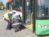 Bezpieczny wyjazd dziecka na wakacje. Policja w Wągrowcu przypomina o kontrolach autobusów