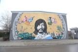 Na Białołęce powstał mural z Czesławem Niemenem. Autor dzieła jest również twórcą podobizny Kory na Nowym Świecie [ZDJĘCIA]