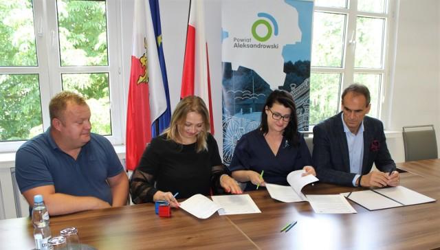Władze powiatu podpisały umowę na budowę z firmą NIK – NAT Sp. z o.o. z siedzibą w Golubiu-Dobrzyniu.