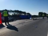 Wypadek w Antoninie. Dwie osoby zginęły w zderzeniu dwóch aut na wiadukcie. ZDJĘCIA