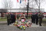 Odsłonięcie obelisku w Świętochłowicach: uroczystości upamiętniające więźniów Hali Targowej