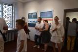 """Otwarcie wystawy """"The Magnificent Seven"""" w Muzeum imienia Przypkowskich w Jędrzejowie. Było wielu gości (ZDJĘCIA)"""