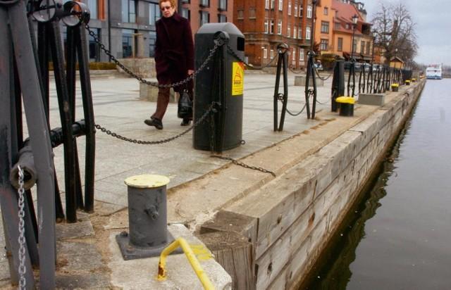 Nabrzeże przy ul. Wartkiej przeznaczone jest dla tramwaju wodnego i usługowych obiektów pływających