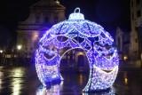 Kraków w pełnej gotowości na Boże Narodzenie. Udekorowany, z choinkami i świątecznie oświetlony