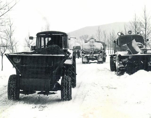 To wieś Bronka w gminie Brańsk w zimę 1980 roku. Już wówczas mogła pochwalić się tym, ze jest wsią murowaną.