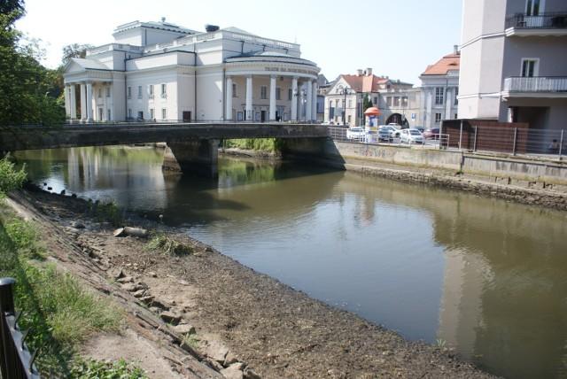 Niski poziom wody w Prośnie w Kaliszu. Tak źle nie było od dawna