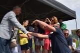 Choćby rękę uścisnąć i zdjęcie sobie zrobić. Dariusz Szpakowski w Nowej Soli. Fani komentatora sportu zaskoczeni i uradowani