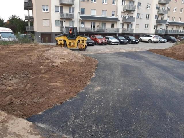 Droga powstała pomiędzy blokami przy Parku 750-lecia a południowo-wschodnią częścią szpitalnych terenów.