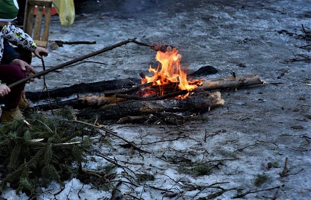 Nad Sztołą w Bukownie można odpocząć na różne sposoby. Pospacerować, wyciszyć się na łonie natury, czy zrobić kiełbaski na ognisku