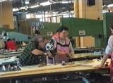 """Konin. Dzień Pracownika Przemysłu Odzieżowego. Tak pracowano w latach 90-tych. Archiwalne zdjęcia z """"Konwartu"""""""
