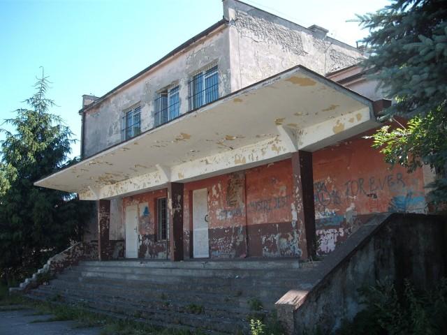 """Budynek kina """"Brzask"""" w Skępem"""
