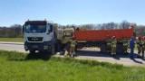 Niwnica. Zderzyły się dwie ciężarówki. Z jednej wycieka olej. Droga jest zablokowana