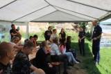 """Uczniowie """"Kotana"""" z Inowrocławia spotkali się z policjantami. Rozmawiali o bezpieczeństwie i opiece nad psami. Zdjęcia"""