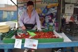 Gniezno: Warzywa i owoce tańsze na targowisku niż w markecie? Sprawdzamy.