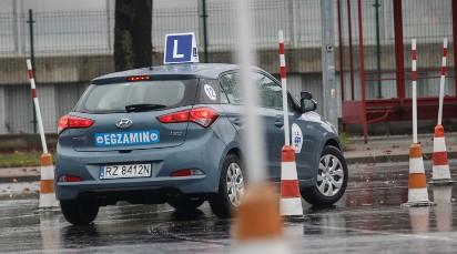 Prawo jazdy 2019: ZMIANY, które mogą wejść w życie. Czy egzaminatorom przestanie się opłacać oblewanie kursantów?