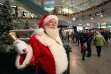 Praca przed świętami. Ile zarobi Święty Mikołaj, kurier, sprzedawca choinek? Pandemia mocno zmieniła stawki i liczbę ofert