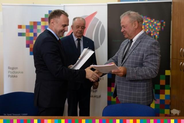 1,5 mln zł z dotacji unijnych otrzymało Technikum Informatyczne w Łomży. Za te pieniądze szkoła zakupi nowoczesny sprzęt i zorganizuje szkolenia uczniom i nauczycielom