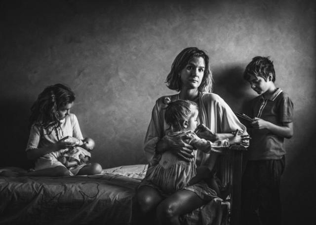 Niezwykłe zdjęcia fotografujących matek i ojców z różnych krajów Europy, w tym także Polski po raz pierwszy zagoszczą na wystawie w Bydgoszczy. Pomysłodawczynią wydarzenia jest bydgoszczanka Anna Ajtner. Wernisaż już w piątek (8 marca) o godz. 18 w Muzeum Fotografii. Wstęp wolny.  Zobacz więcej informacji oraz obejrzyj kilka kadrów, jakie znalazły się na wystawie >>>   Flash Info odcinek 4 - najważniejsze informacje z Kujaw i Pomorza.