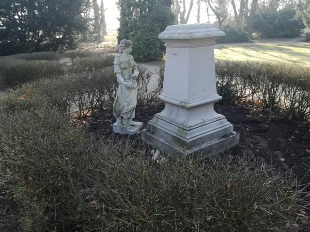 Park miejski w Kaliszu. Pomnik Flory ponownie padł ofiarą wandali