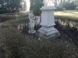 Park miejski w Kaliszu. Pomnik Flory ponownie padł ofiarą wandali. ZDJĘCIA