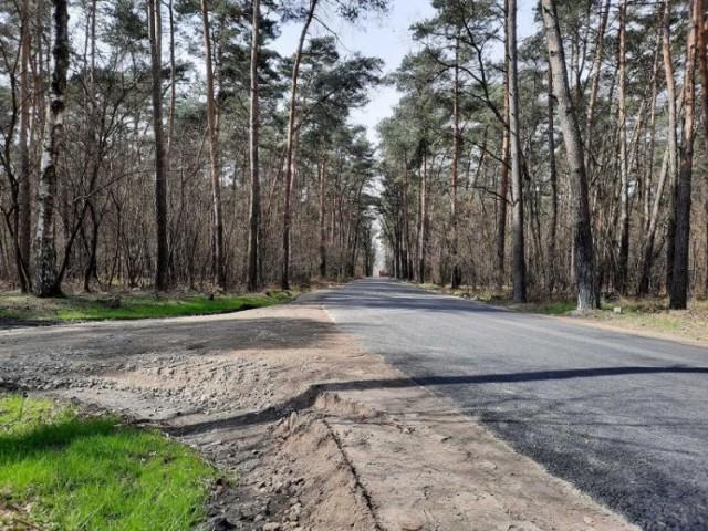 Gmina Książ Wielkopolski: droga Zakrzewice-Świączyń na ukończeniu. Została sfinansowana z RFIL