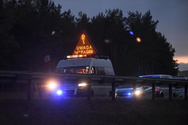 Tragiczny wypadek w Grucznie w pow. świeckim. W zderzeniu samochodu osobowego i ciężarowego zginęła jedna osoba.   Czytaj więcej o wypadku na kolejnych slajdach --->   Flesz - wypadki drogowe. Jak udzielić pierwszej pomocy?