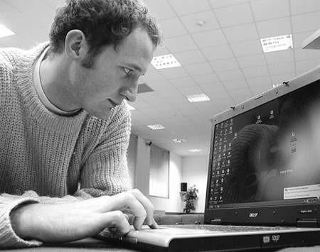 """24-letni Jakub Miłek chce założyć własną firmę webmasterską i liczy, że udział w programie """"Startuję w biznesie"""" przybliży go do niej."""