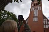Zegar na najwyższej wieży kościelnej Szczecinka znowu chodzi i wybija godziny [zdjęcia]