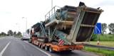 Ciężarówka uszkodziła bramki na autostradzie A4. Wiozła wielką maszynę rolniczą [FILM, ZDJĘCIA]