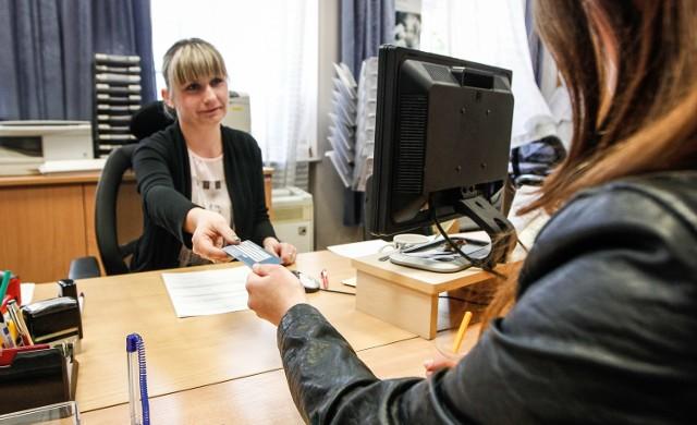 Od 1 czerwca br. Europejska Karta Ubezpieczenia Zdrowotnego standardowo jest ważna 3 lata. Są jednak tacy którzy dostaną ją aż na 5 lat.