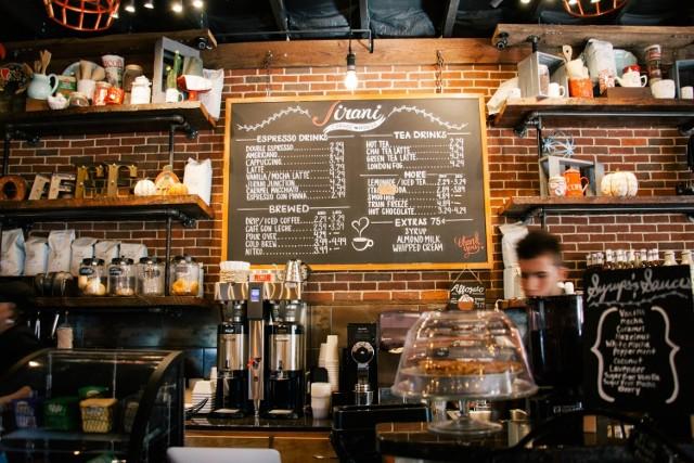 Gdzie w Zawierciu napijemy się najlepszej kawy? Zapytaliśmy naszych czytelników na Facebooku Zawiercie Nasze Miasto, które kawiarnie w mieście polecają.   KLIKNIJ W KOLEJNE ZDJĘCIA I ZOBACZ LISTĘ LOKALI Z NAJLEPSZĄ KAWĄ > > >