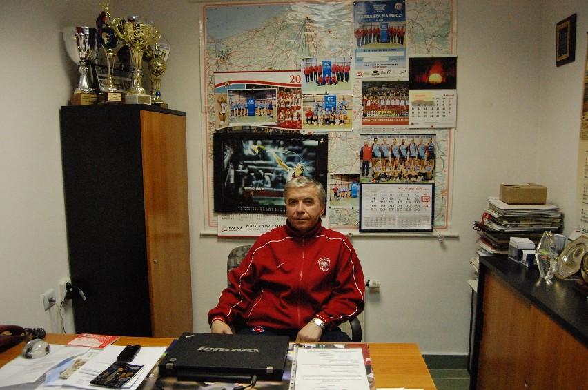 Jerzy Skrobecki, do końca obecnego sezonu szkoleniowiec, a...