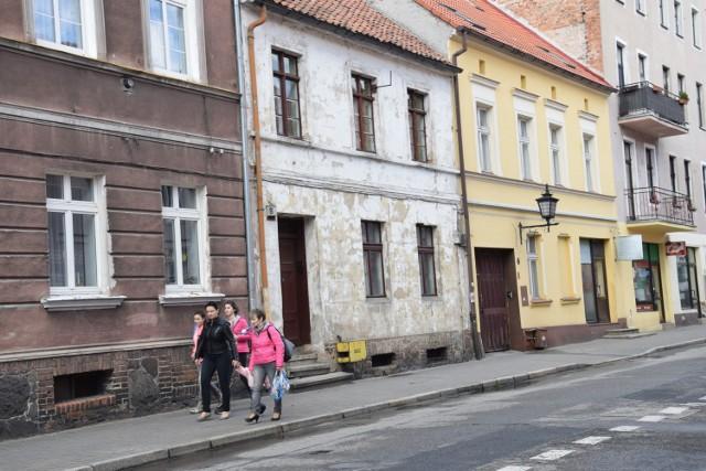 Dramat rozegrał się w mieszkaniu przy ul. Biskupiej 8 w Chełmnie. Brat strzelił do siostry!