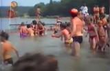 Chodźmy popływać w jeziorze w… 1989 roku! Kąpielisko Łazienki na archiwalnych zdjęciach [FOTO]