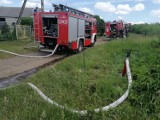 Pożar kontenera i przyczepy w Mikołajkach Pomorskich - w akcji trzy zastępy Straży Pożarnej