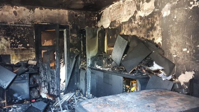 Eksplozja nastąpiła w domu jednorodzinnym w Poznowicach. Dokładne przyczyny zdarzenia wyjaśni policja.